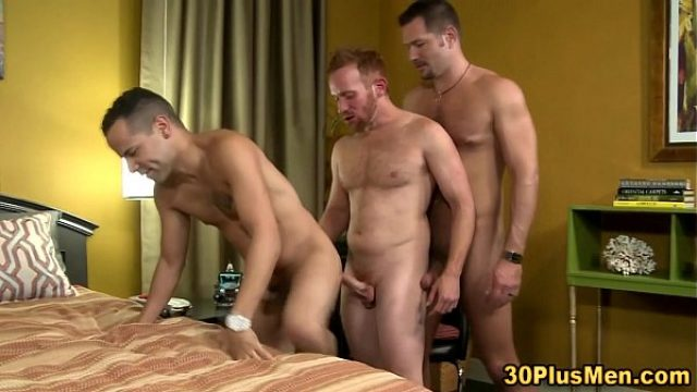 beefy hunks threeway ride what a body she lov bear gay
